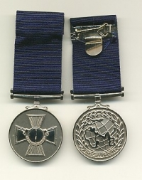 THE COMBINED OPERATIONS MEDAL